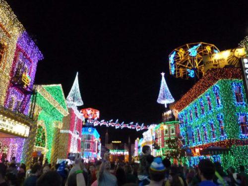 Lichterketten und Weihnachtsdeko in den Disneystudios in Orlando