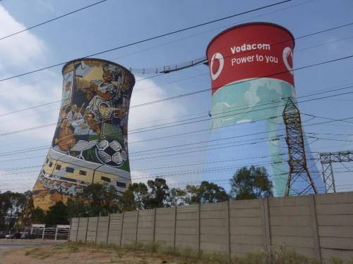 Sehenswürdigkeiten in Johannesburg: Die Orlando Towers im Township Soweto