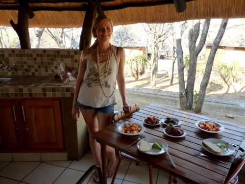 Reisebericht Krüger Nationalpark: Unsere Hütte im Olifants Rest Camp hatte sogar eine Veranda, auf der wir kochen und essen konnten