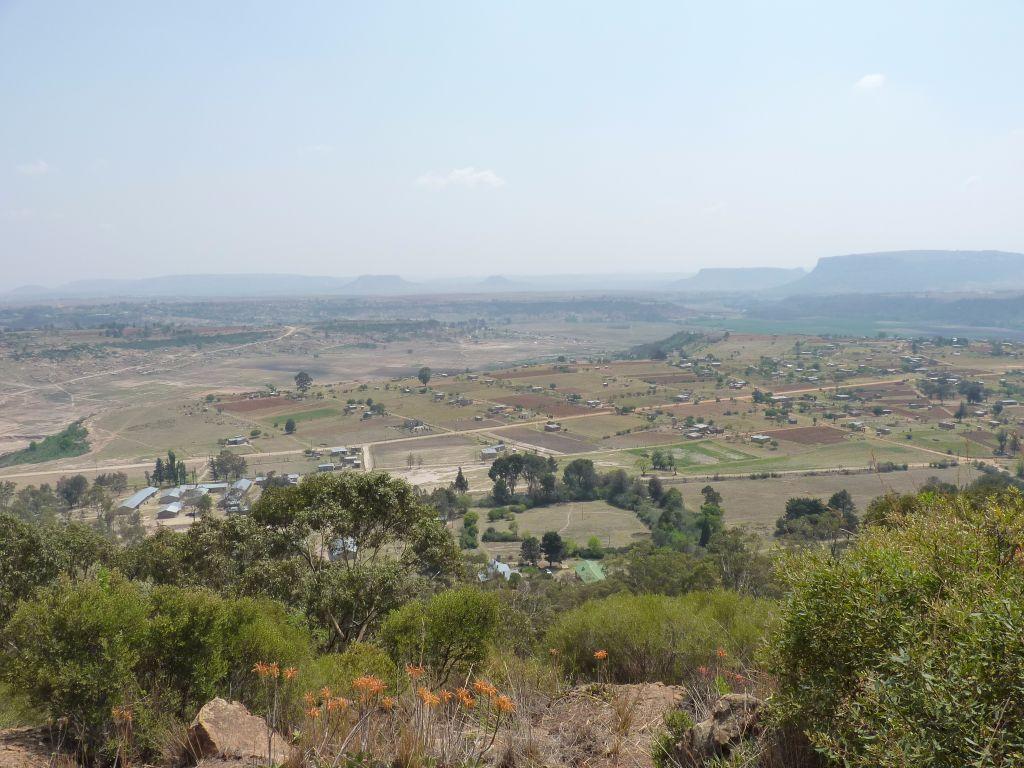 Dinosaurier-Fußspuren in Lesotho - diesen steilen Berg muss man gemeinsam mit seinem Guide hochklettern