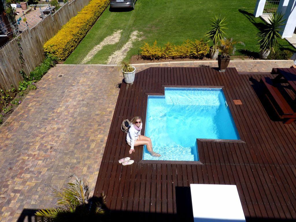 Hotel in Jeffrey's Bay an der Garden Route. Das Hostel Funky Town ist eine super Unterkunft mit Pool und eignet sich für Backpacker und Rundreisende in Südafrika