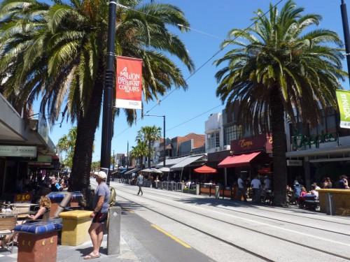 Die Acland Street in St. Kilda ist beliebt wegen der vielen Restaurants Cafés und Shops
