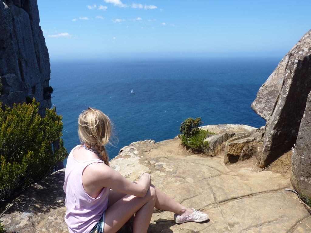 Wunderschöner Ausblick auf die Bucht am Tasman Peninsula - Tasmanien-Sehenswürdigkeiten auf deiner Tasmanien-Rundreise