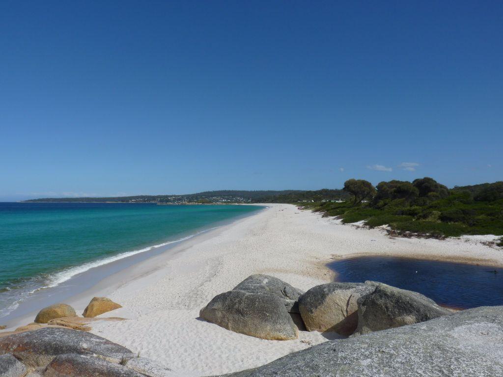 Lagune mit warmen Wasser zum Baden am Swimcart Beach am Bay of Fires in Tasmanien - super Spot auf deiner Rundreise in Tasmanien  - Tasmanien-Sehenswürdigkeiten