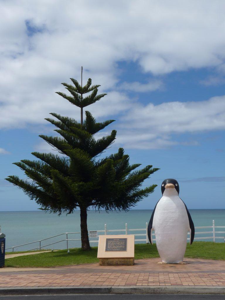 Plastik-Pinguin in Penguin in Tasmanien - Tasmanien-Sehenswürdigkeiten auf deiner Tasmanien-Rundreise