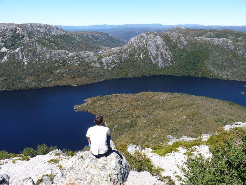 super Aussicht vom Gipfel im Cradle Mountain Nationalpark - Tasmanien-Sehenswürdigkeiten auf deiner Tasmanien-Rundreise