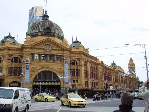 Melbourne-Sightseeing: Die Flinders Station im CBD von Melbourne